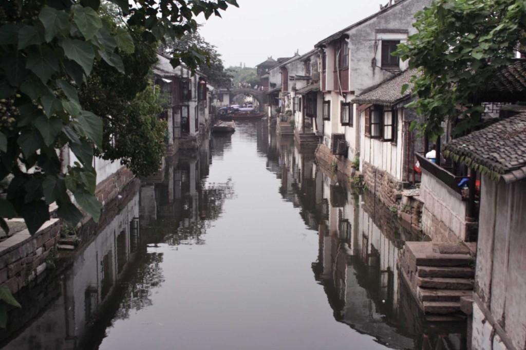 ザリガニを食べる 上海郊外の古鎮 old canal town outside shanghai