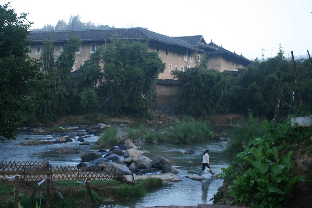 福建土楼の村 朝の散歩
